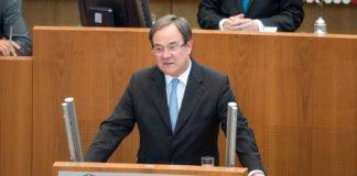 Der Ministerpräsident von NRW Armin Laschet kommt nach Altena. Foto: Land NRW / M. Hermenau