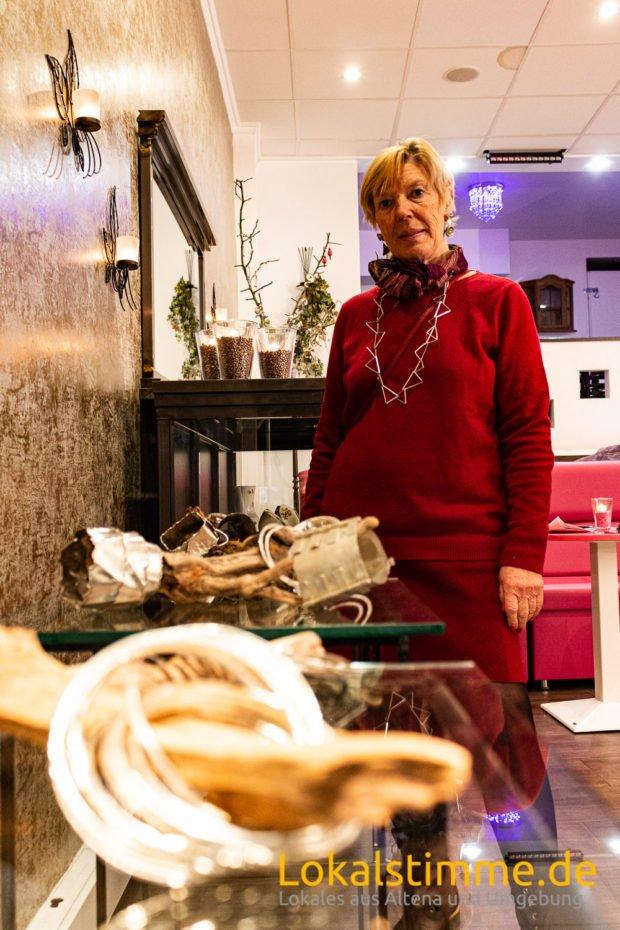 Atelierroute 2019: Gabriele Nimmermann beteiligte sich an der Kunstaktion in der Altenaer Innenstadt mit Schmuck aus reinem Sterling-Silber. Foto (Archiv): Carsten Menzel