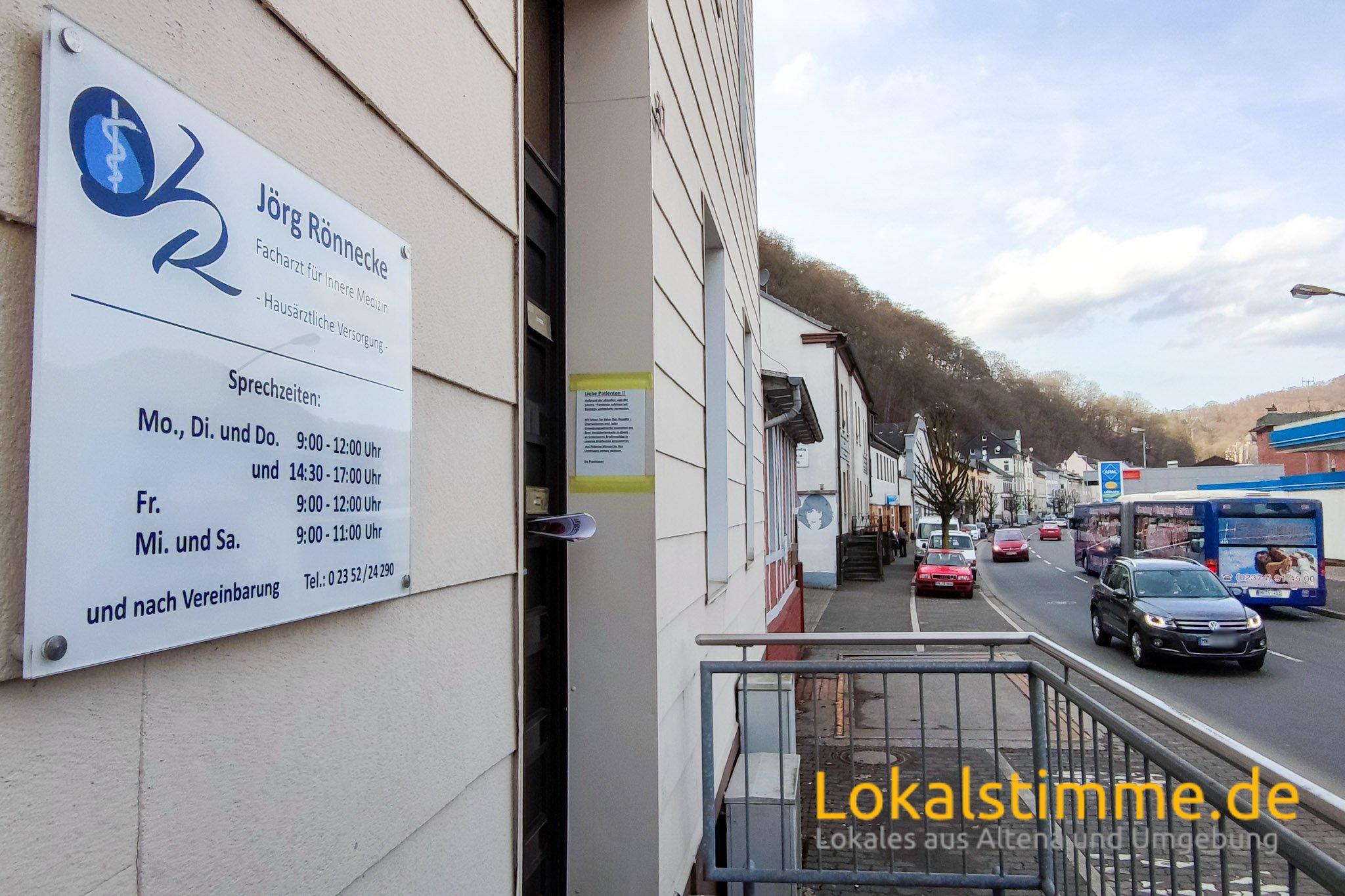 Noch befindet sich die Praxis von Hausarzt Jörg Rönnecke an der Bahnhofstraße in Altena. Ab dem 6. April zieht die Praxis in die Kirchstraße 14-16 um.
